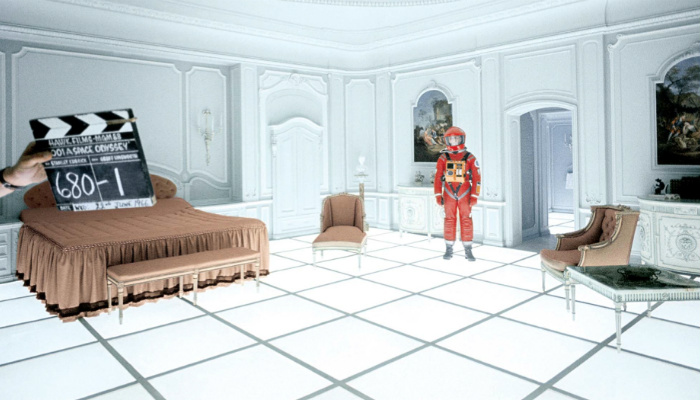 White walls - Space Odyssey-2 400x700